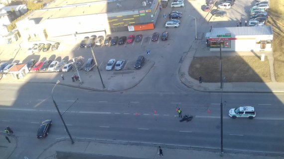 """""""Kur stovi policija Kaune"""" nuotr./Kauno Sukilėlių prospekte BMW kliudė nepilnamečio vairuojamą motorolerį"""