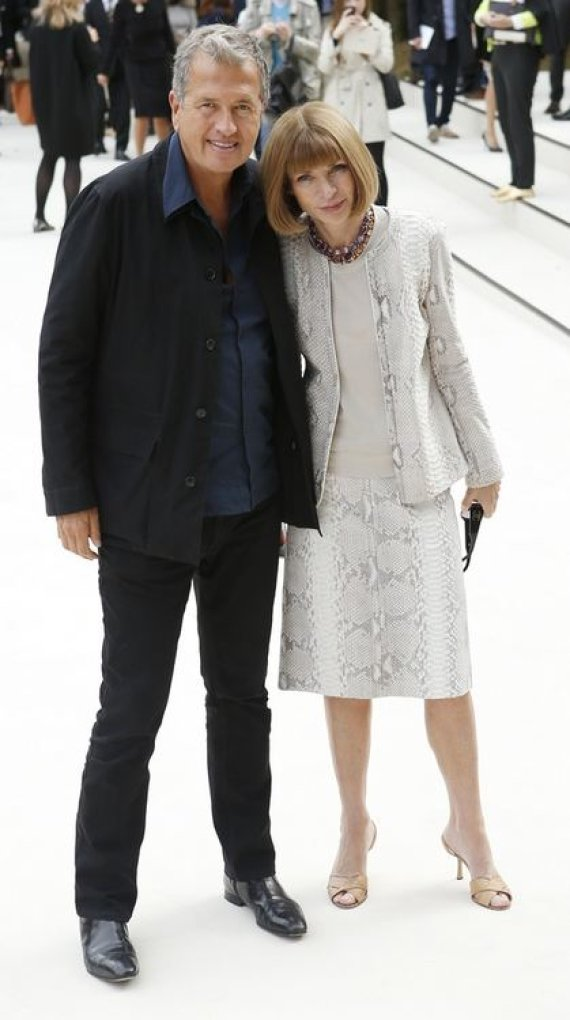 """""""Scanpix"""" nuotr./""""Vogue"""" žurnalo vyr.redaktorė Anna Wintour ir mados fotografas Mario Testino"""