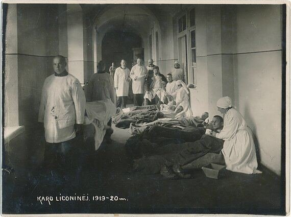 Nuotrauka iš Lietuvos medicinos ir farmacijos istorijos muziejaus fondų./Lietuvos karo ligoninė 1919-1920 m.