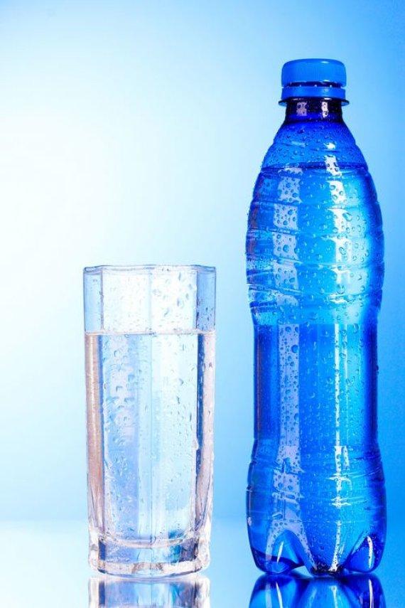 123RF nuotr./Vanduo buteliuke
