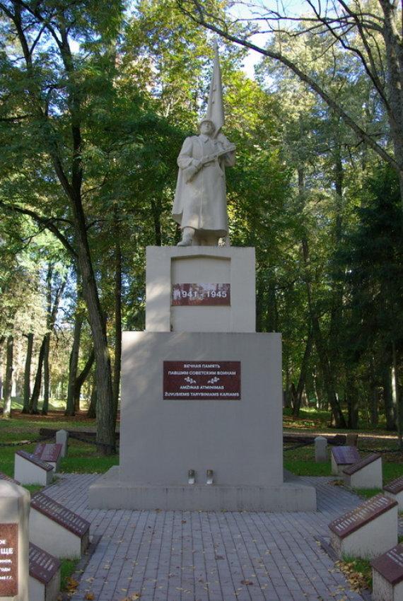 Sovietinis paminklas Raudonėje