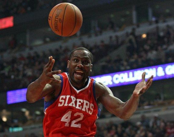 """AFP/""""Scanpix"""" nuotr./Eltonas Brandas """"76ers"""" ekipai pelnė 33 taškus ir atkovojo 16 kamuolių."""