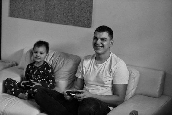 Asmeninio archyvo nuotr./Rolandas Mackevičius su sūnumi Motiejumi