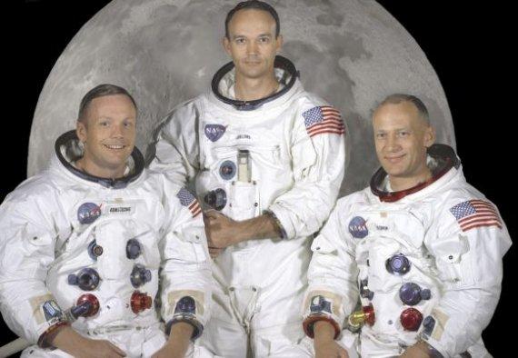 """AFP/""""Scanpix"""" nuotr./Legendinė Apollo 11 įgula: astronautai Neilas Armstrongas (kairėje), Edwinas Buzzas Aldrinas (dešinėje), Michaelas Collinsas."""