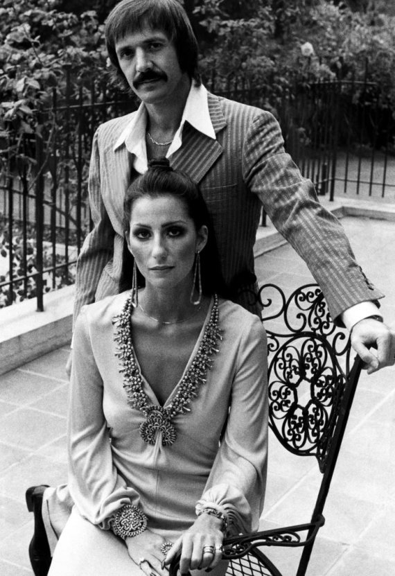 Vida Press nuotr./Dainininkė Cher ir Sonny Bono
