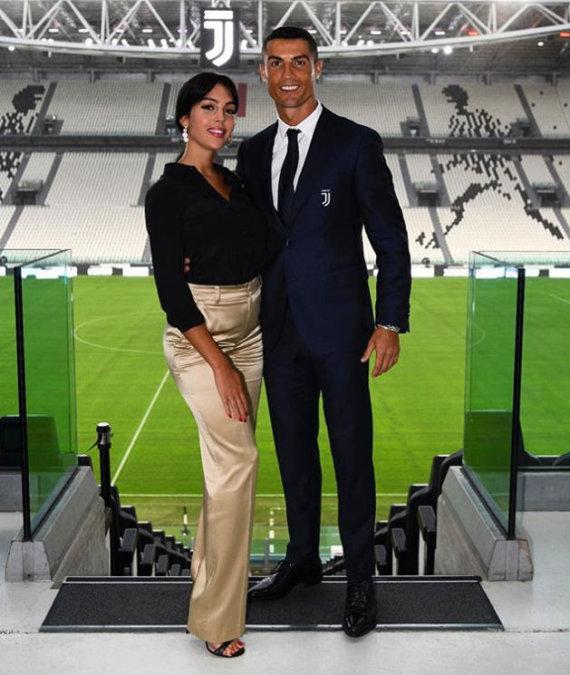 """""""Instagram"""" nuotr./Cristiano Ronaldo ir Georgina Rodriguez Turino """"Juventus"""" stadione"""