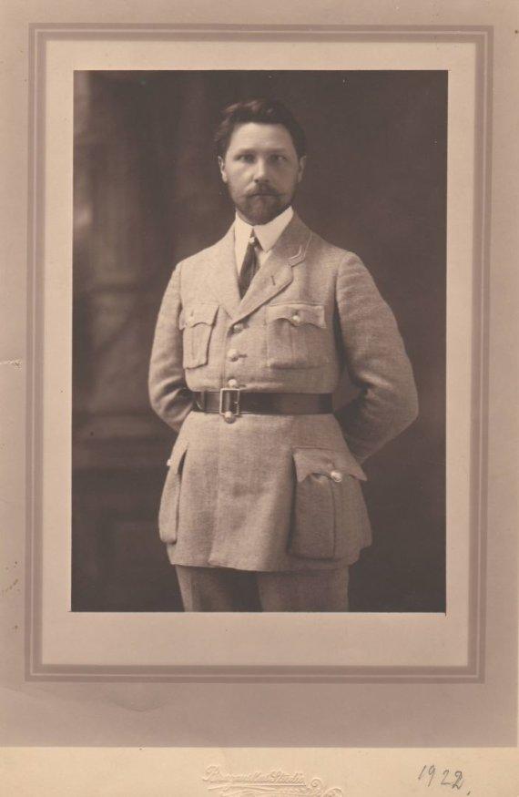 Nacionalinio M. K. Čiurlionio dailės muziejaus nuotr./A. Žmuidzinavičius su šaulių uniforma 1922 m.