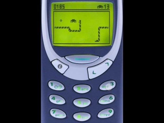 """Independent.co.uk nuotr./""""Gyvatėlės"""" žaidimas """"Nokia 3310"""" telefone"""
