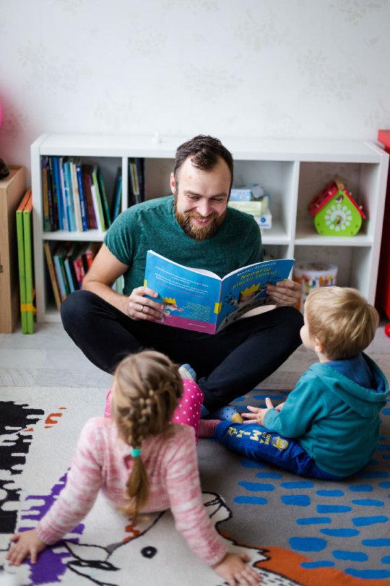 Asmeninio archyvo nuotr./Simonas Urbonas su vaikais