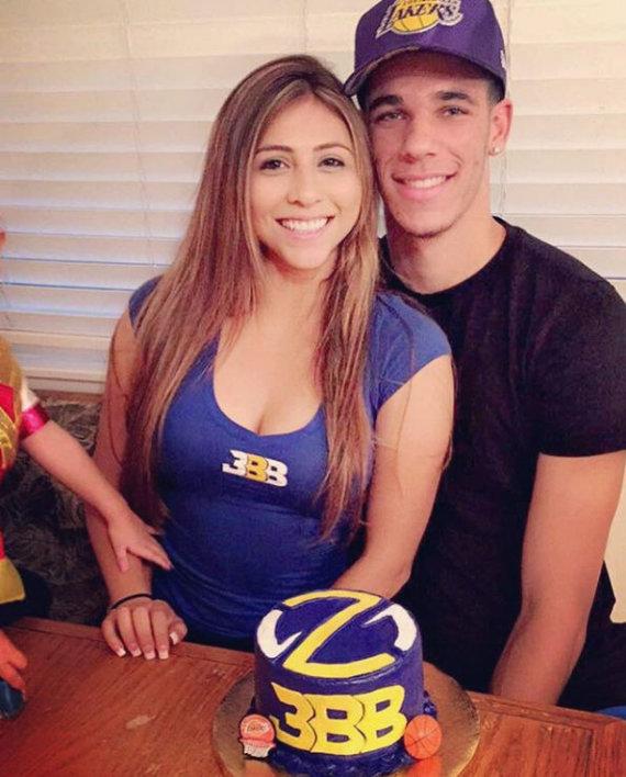 """""""Instagram"""" nuotr./Lonzo Ballas su mergina Denise Garcia"""