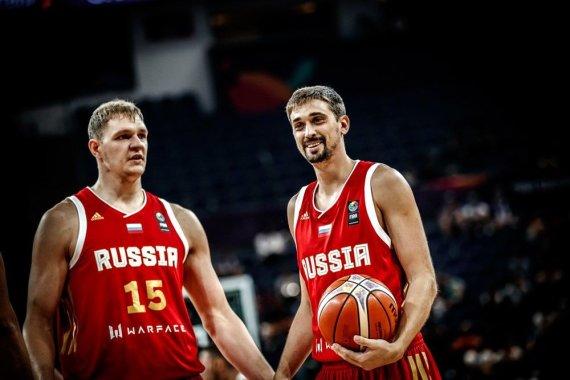 FIBA nuotr./Timofejus Mozgovas ir Aleksejus Švedas