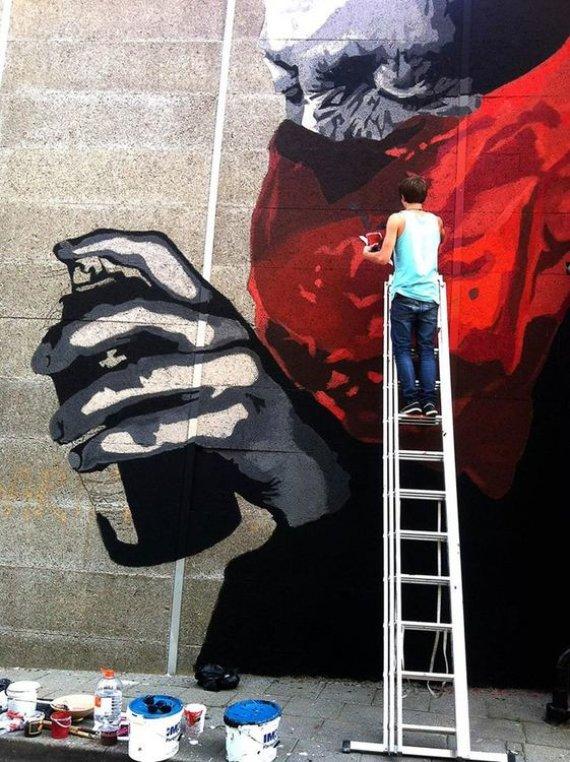Aisčio Kavaliausko nuotr./Jurgis Tarabilda piešia ant sienos