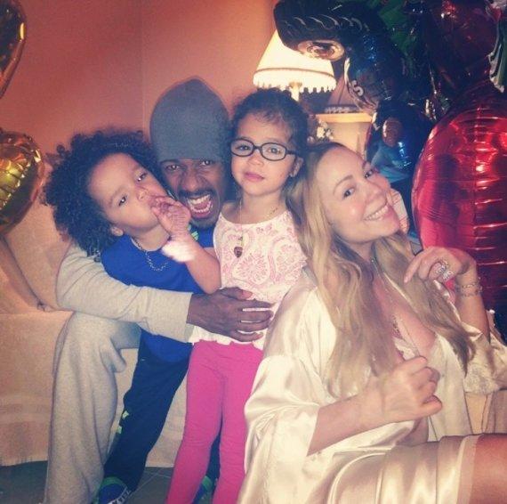 """""""Instagram"""" nuotr./Mariah Carey ir Nickas Cannonas su vaikais Moroccanu ir Monroe"""