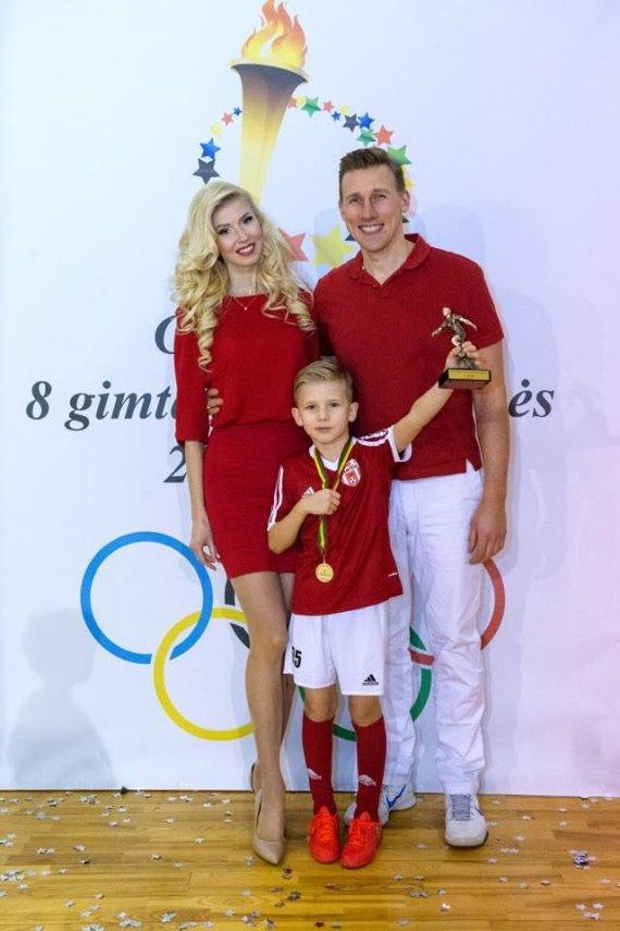Asmeninio albumo nuotr./Inga ir Aivaras Stumbrai su sūnumi Gabrieliumi
