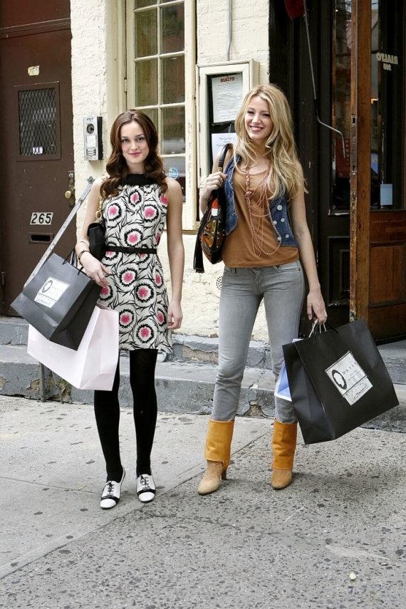 "Vida Press nuotr./Leighton Meester ir Blake Lively seriale ""Gossip Girl"" (2007 m.)"