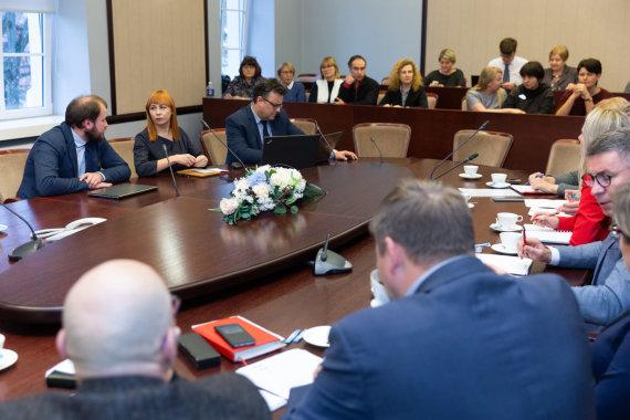 Josvydo Elinsko / 15min nuotr./Švietimo ir mokslo ministrės susitikimas su švietimo profsąjungų atstovais