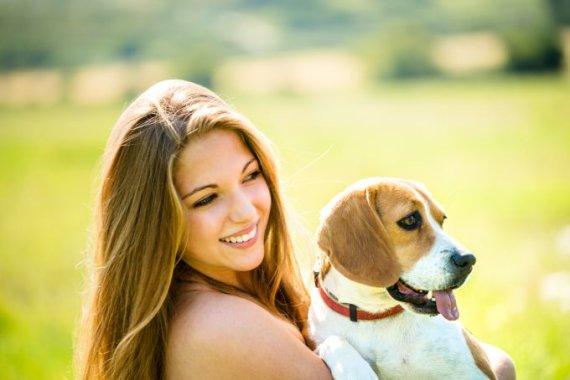 Fotolia nuotr./Šuo ir mergina