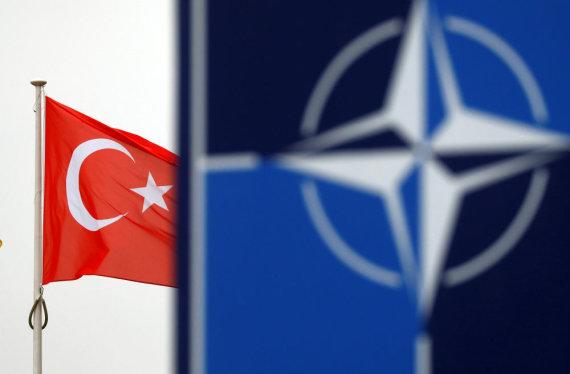 """Reuters""/""Scanpix"" nuotr./Turkijos ir NATO vėliavos"
