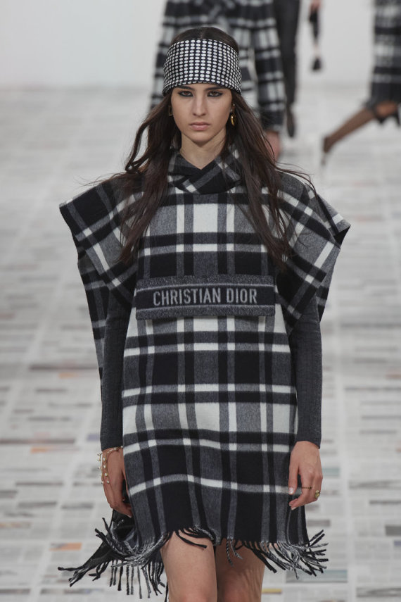 """Scanpix""/""Capital Pictures"" nuotr./""Christian Dior"" 2020–2021 m. rudens ir žiemos kolekcijos modelis"