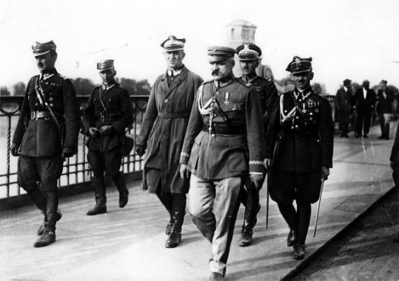 Wikimedia.org nuotr./Jozefas Pilsudskis (pirmame plane dešinėje) su kitais 1926 metų perversmo organizatoriais