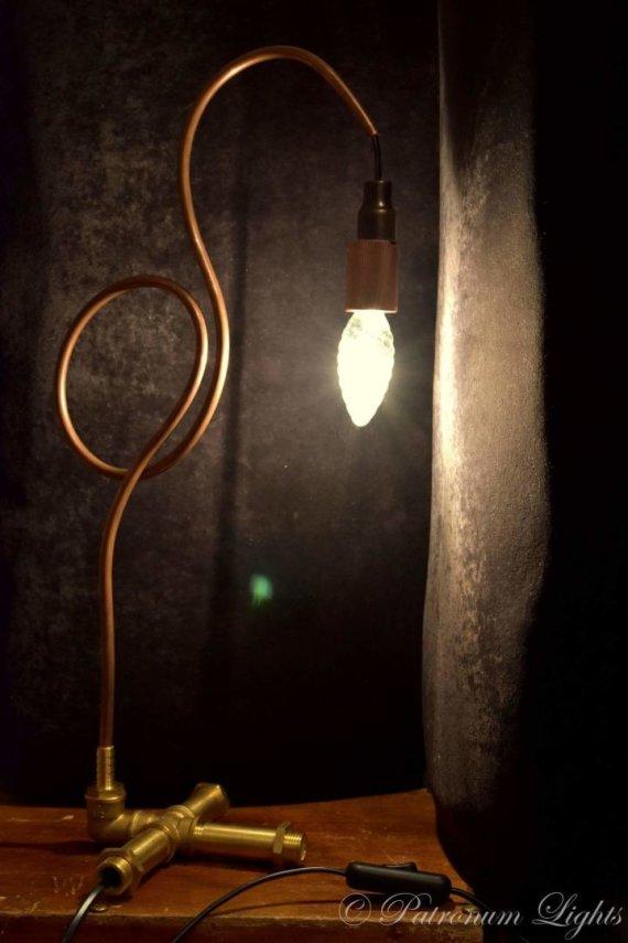 Asmeninio archyvo nuotr./Simono Balkaičio pagamintas stalinis šviestuvas