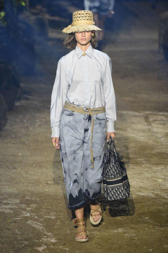 """""""Scanpix""""/""""SIPA"""" nuotr./""""Dior"""" 2020 m. pavasario ir vasaros kolekcijos modelis"""