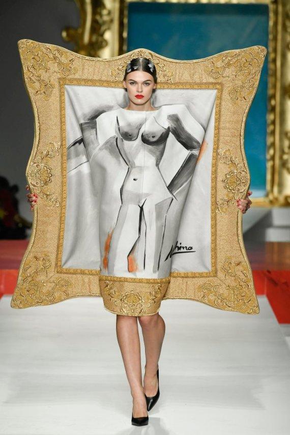 """""""Scanpix""""/""""SIPA"""" nuotr./""""Moschino"""" 2020 m. pavasario ir vasaros kolekcijos modelis"""