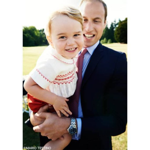Mario Testino nuotr./Princas George'as tėčiui princui Williamui ant rankų