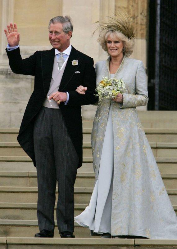 """AFP/""""Scanpix"""" nuotr./Princo Charlesas ir Kornvalio hercogienės Camillos vestuvės (2005 m.)"""