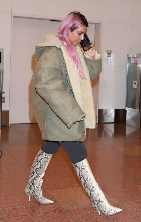 Vida Press nuotr./Kim Kardashian Tokijo oro uoste