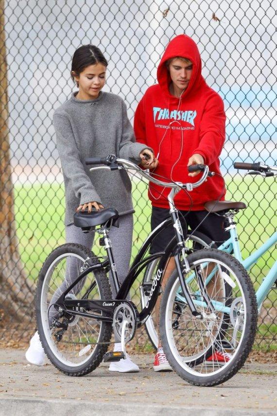 Vida Press nuotr./Justinas Bieberis ir Selena Gomez 2017-ųjų rudenį