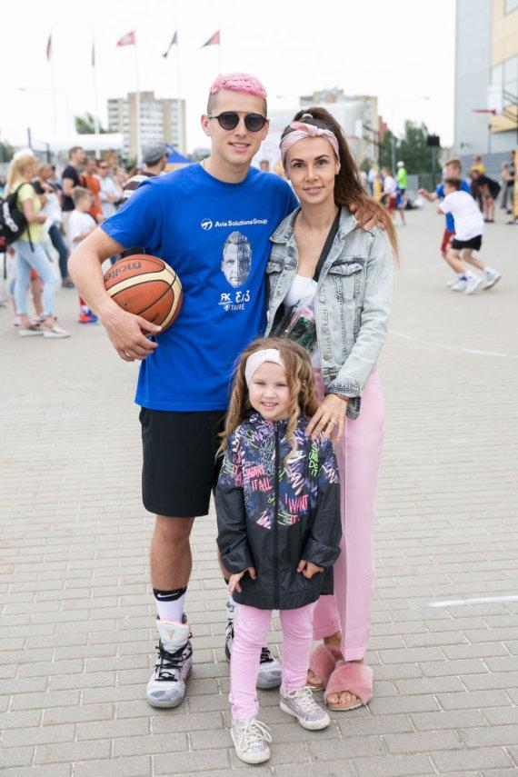 Žygimanto Gedvilos / 15min nuotr./Donatas Montvydas ir Veronika Montvydienė su dukra Adele