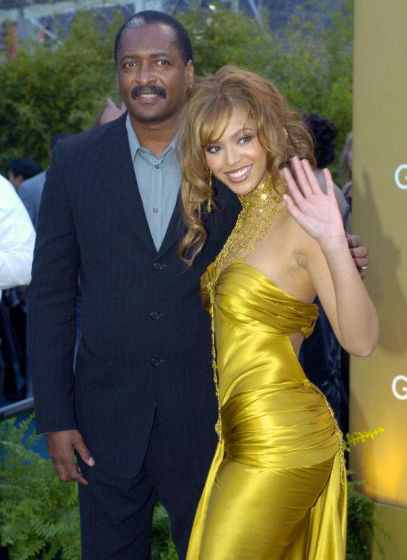 """Scanpix""/AP nuotr./Beyonce su tėvu Mathew Knowlesu (2004 m.)"