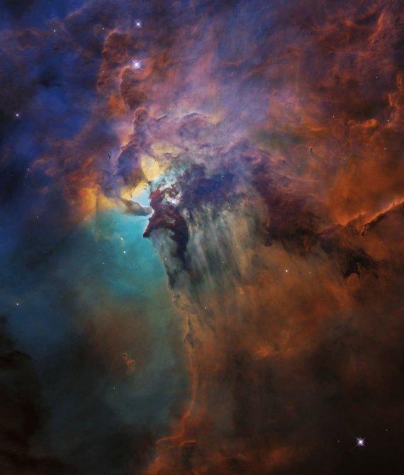 NASA nuotr./Lagūnos ūkas (M8, NGC 6523) – aktyvus tarpžvaigždinis ūkas ir H II sritis Šaulio žvaigždyne, nuo Saulės nutolęs daugiau kaip 4100 šm atstumu. Lagūnos ūko dydis siekia apie 30 šm. Jame yra švytinčios vandenilio dujų gijos ir tamsūs dulkių debesys