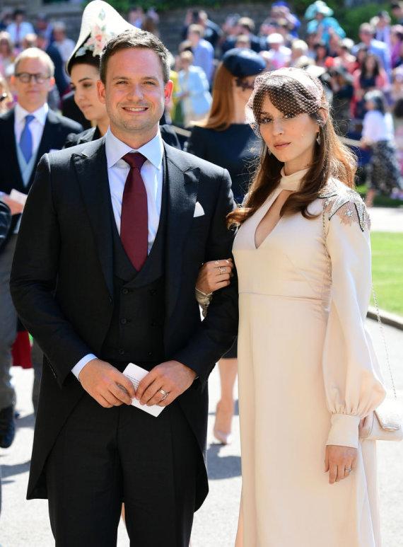 """""""Scanpix"""" nuotr./Patrickas J. Adamsas ir Troian Bellisario per karališkąsias princo Harry ir Meghan Markle vestuves"""