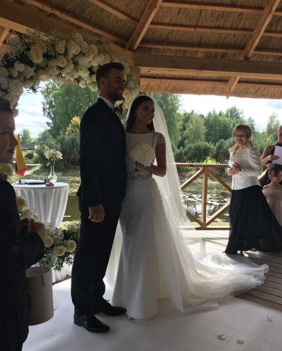 Socialinio tinklo nuotr./Lauryno Grigelio ir Stelos Janiušinos vestuvės