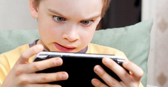 """Pedagogė apie vaikų laisvalaikį su telefonu ir planšete: """"Kuo daugiau drausi, tuo daugiau norės"""""""
