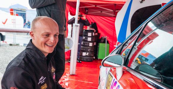 """Lenktynininkas D.Jocius: automobilis yra šaltasis ginklas ir su juo galima prisidaryti """"nemažai reikalų"""""""