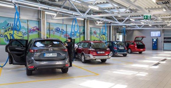 Kontrolierė: automobilių plovyklos taikytos nuolaidos moterims diskriminavo vyrus