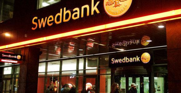 """Estijos teisėsauga imasi tirti galimą pinigų plovimą per """"Swedbank"""""""