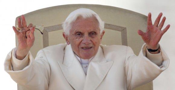 Popiežius emeritas Benediktas XVI savo knygoje atskleis atsistatydinimo priežastis