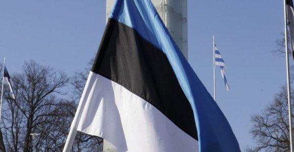 Estijos sostinėje vyras iš degančio namo išnešė 86 metų motiną