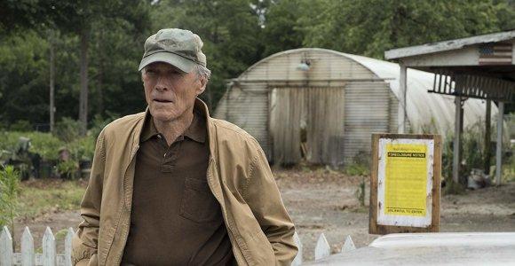 """Clinto Eastwoodo filme """"Kurjeris"""" – tikra istorija apie narkotikus gabenusį 90-metį"""