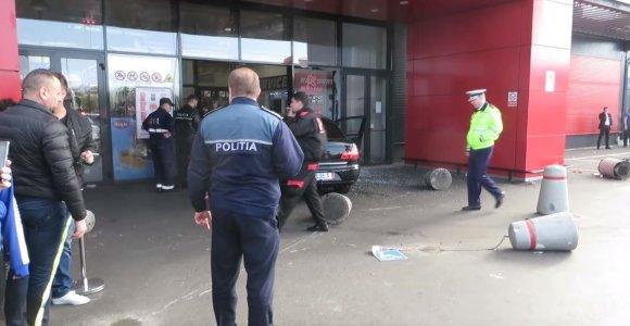 Rumunijoje siautėjęs jaunas vyras sužeidė 10 žmonių