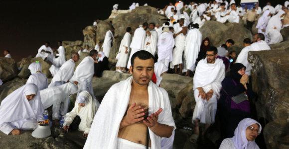 Du milijonai hadžo dalyvių užkopė ant Arafato kalno