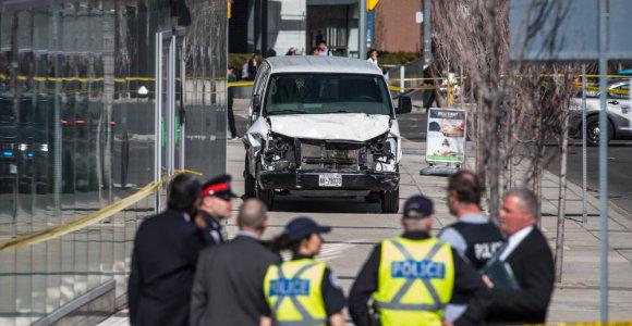 Toronte mikroautobusas rėžėsi į pėsčiuosius – žuvo 16 žmonių