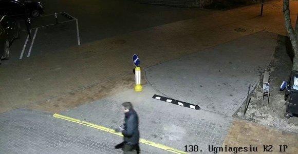 Nufilmuotas alytiškis, ugniagesių garbei pavadintoje gatvėje supleškinęs šiukšliadėžę