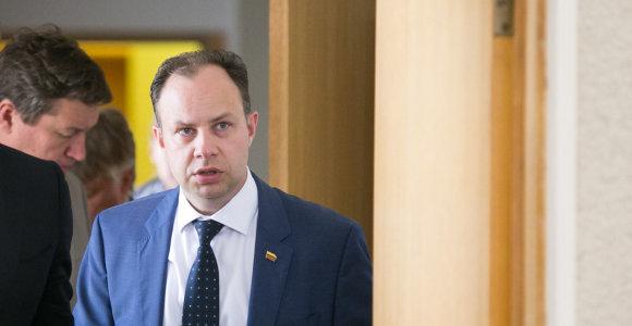 Seimo komisija ragina stabdyti priklausomybės centrų reformą, ministras nemato tam priežasčių
