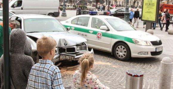 Tyrimas dėl sostinės centre BMW sudaužiusio girto vyro baigtas per savaitę