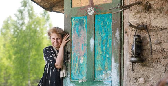 Keramikė Dormantė savo rankomis nusilipdė namus, o po 30 metų sugrįžo jaunystės laikų meilė